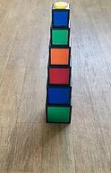 Jeu de construction à base de cubes de couleurs