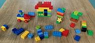 Jeu de construction à base de briques en plastique