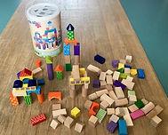 Jeu de construction à base de cubes en bois