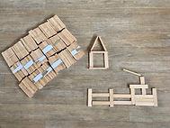 Jeu de construction à base de planchettes de bois