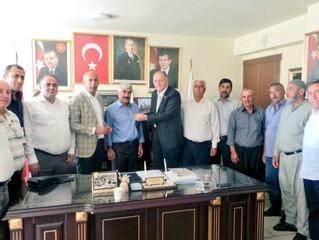 AK Parti'ye Geçen  Aşkar'ın Rozeti Nejat Koçer'den