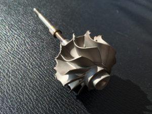 Uszkodzony wirnik turbosprężarki na skutek obecności ciała obcego: