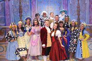 Golden reviews for Bedworth's panto