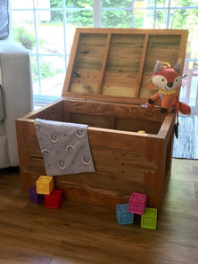Toybox from cherry and reclaimed wood