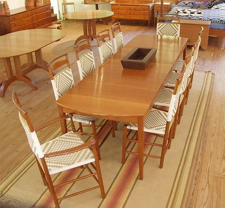 Family Expanding Table