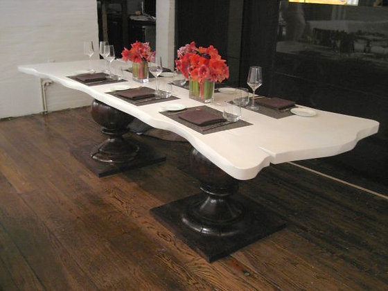 Cafe Blanc Table