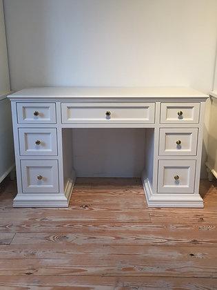 Ismee's Desk