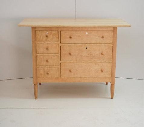 Shaker Side Dresser