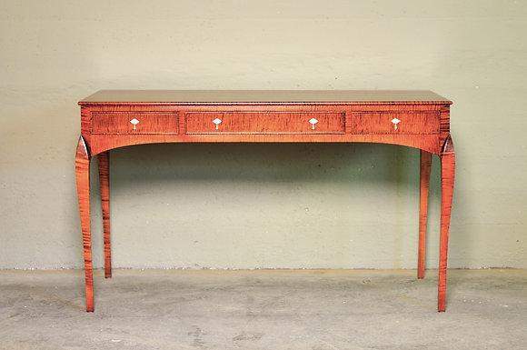 Lalli Desk