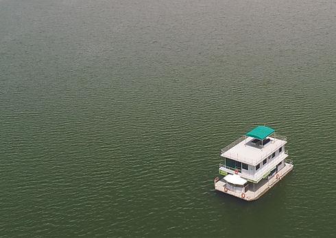 dinner houseboat.jpg