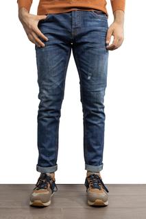 Jeans medio con uno strappo €25