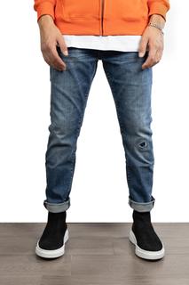 Jeans medio con uno strappo chiuso €25