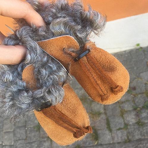 Babytofflor i fårskinn