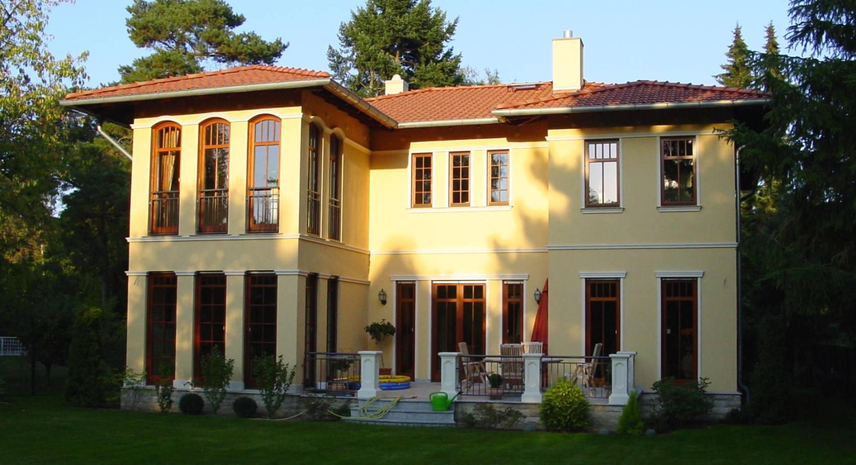 Mediterrane Villa Gartenseite