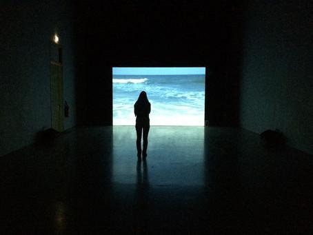 The wave, une installation vidéo emblématique de Thierry Kuntzel