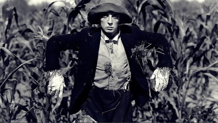 Sessão de Domingo: O Espantalho (1920)