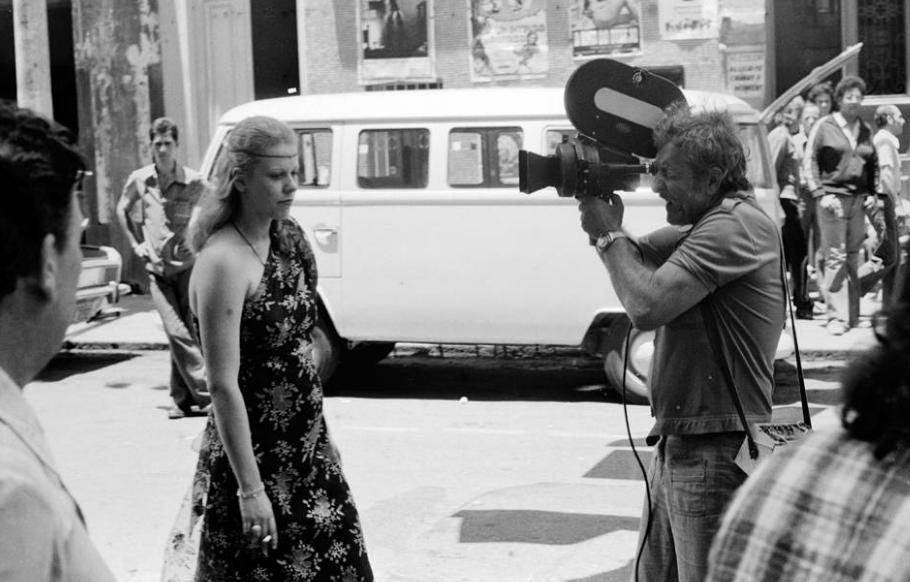"""O cineasta Ozualdo Candeias filmando """"Bocadolixocinema"""" ou """"Festa na Boca"""" em registro de 1976"""