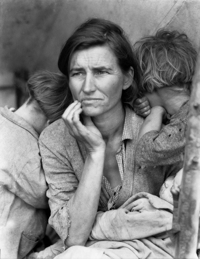 Mãe pobre com seus filhos