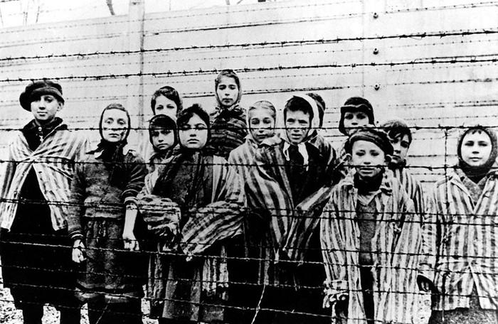 É possível fazer poesia após Auschwitz?