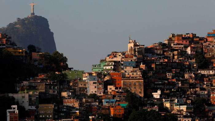 Espetáculo do Absurdo: a miséria como entretenimento e as excursões nas favelas cariocas