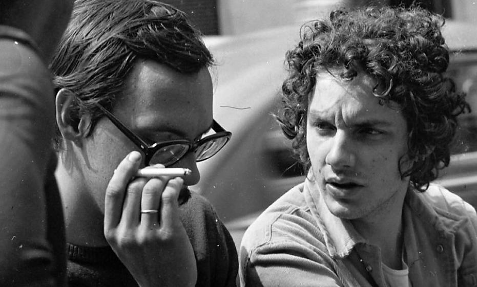 Os cineastas Carlos Reichenbach e Rogério Sganzerla em foto do início dos anos 1970; imagem pertence ao acervo de Ozualdo Candeias