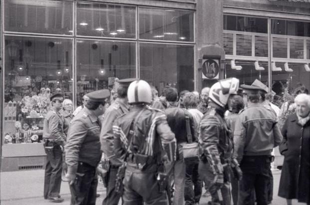 Váci utca, rohamrendőrök