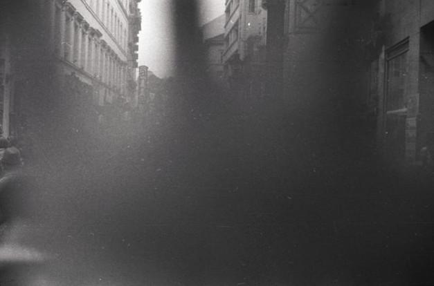 Váci utca, rendőr takarja el a fényképezőgépem objektívjét