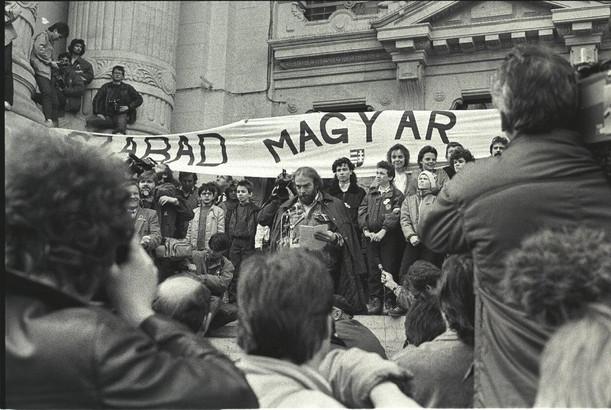 Csengey Dénes, a Magyar Demokrata Fórum elnökségének tagja kinyilvánítotja, hogy a Magyar Televízió az egész magyar nemzeté és nem a kormányé.