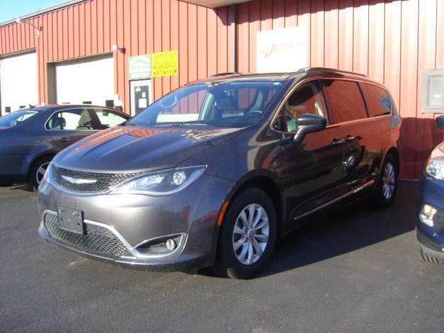 2018 Chrysler Pacifica-M2469