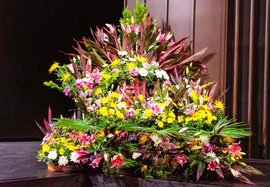 Hoa trang trí sân khấu Hội trường lớn Fenice Sakai, Quận Osaka