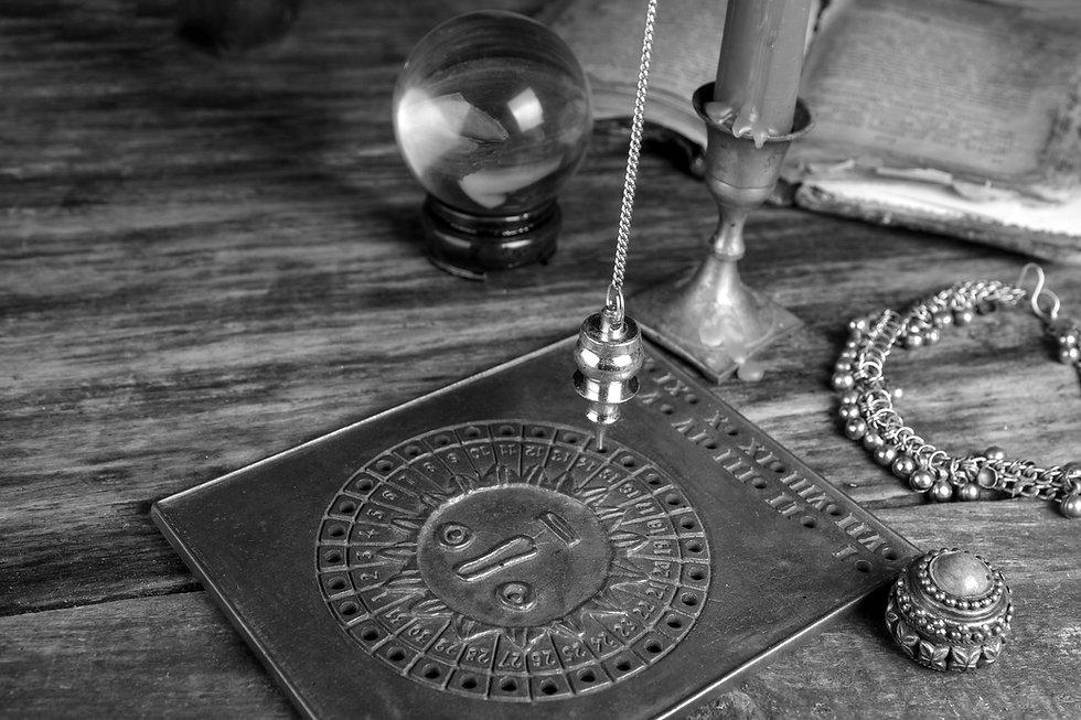 Fortelling-Future-Pendulum_edited.jpg