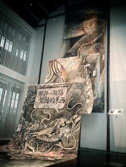 """龍的""""  """"計劃  综合材料 1730x230cm 2012  现场-9"""