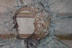 《perfect——残破NO.3》 布面油画 50x60cm 2011