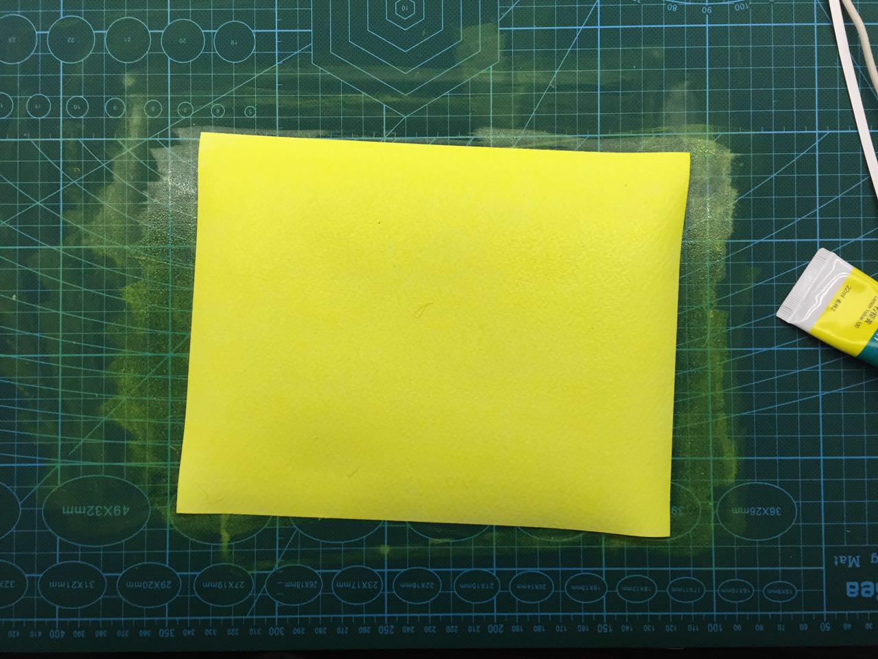 一管黄颜料   锁线装 手工上色 11x17.3cm 56p   2015