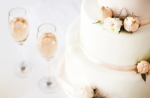 Wedding%20Cake%20And%20Champagne%20Flute