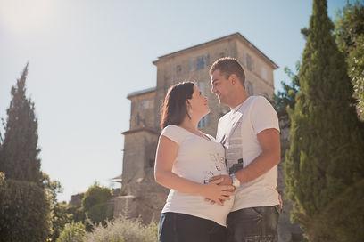 Séance photo de grossesse en extérieur à Lauris, dans le Vaucluse (PACA)