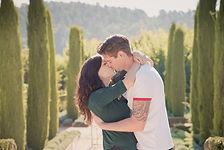Séance photo de couple en extérieur dans les jardins du château Val Joanis à Pertuis, dans le Vaucluse (PACA)