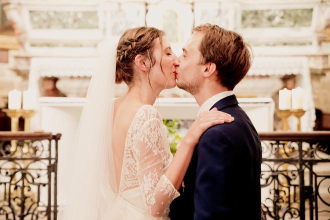 Reportage photo de mariage, cérémonie religieuse en l'église Saint Nicolas de Pertuis, dans le Vaucluse (PACA).  © Brin de Photographie