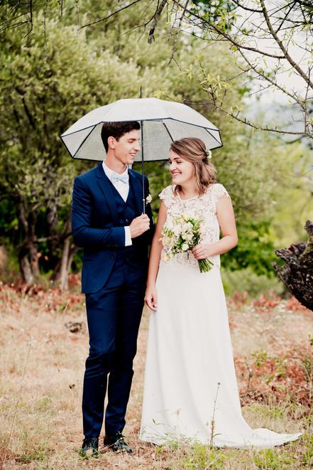 Reportage photo de mariage, photos de couple à Rougiers, dans le Var (PACA).  © Brin de Photographie