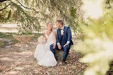 Reportage photo de mariage à Tavel et à la Ferme Saint Hugues à Pujaut dans le Gard (Occitanie).