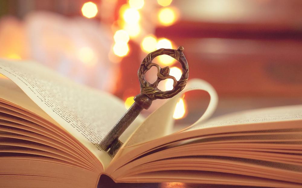 Livre ouvert clé - Open book key bokeh