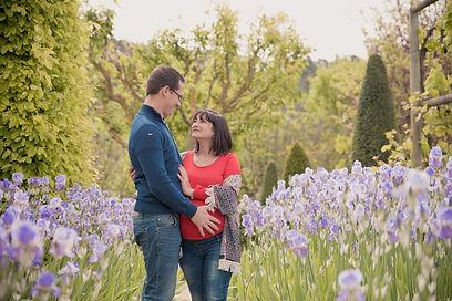 Séance photo de grossesse lifestyle en extérieur au Val Joanis à Pertuis, dans le Vaucluse (PACA)
