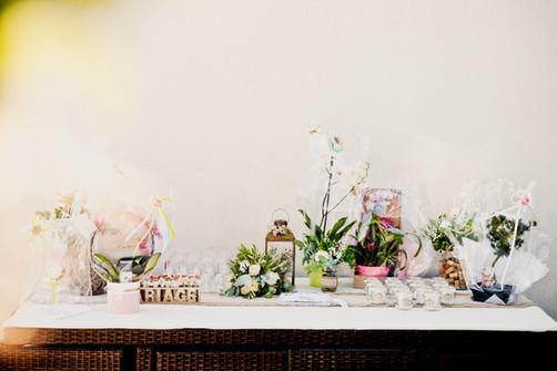 Reportage photo de mariage, décoration à Rognes, dans les Bouches du Rhône (PACA).  © Brin de Photographie