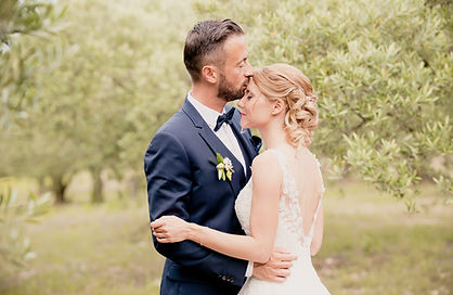 Reportage photo de mariage, photos de couple à Caumont-sur-Durance, dans le Vaucluse (PACA).  © Brin de Photographie