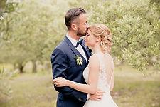 Reportage photo de mariage à Caumont-sur-Durance et au Domaine Tourbillon à Lagnes, dans le Vaucluse (PACA).  © Brin de Photographie