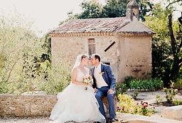 Reportage photo de mariage lifestyle, photos de couple au château Grand Callamand à Pertuis, dans le Vaucluse (PACA).  © Brin de Photographie