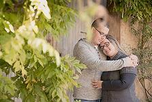 Séance photo de couple en extérieur à Ansouis, dans le Vaucluse (PACA)