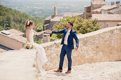 Reportage photo de mariage, photos de couple à Saumane-de-Vaucluse, dans le Vaucluse (PACA).  © Brin de Photographie