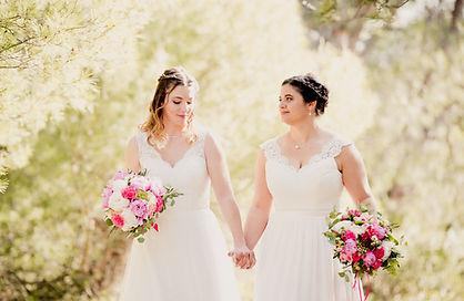 Reportage photo de mariage lifestyle, cérémonie civile à Valréas, dans le Vaucluse (PACA).  © Brin de Photographie