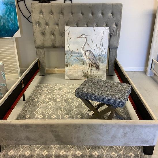 Queen uphol Bed Lt. Gray